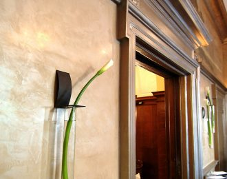 calcenova-plastered-walls-metalic-aged-mouldings